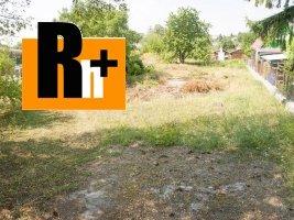 Na predaj pozemok pre bývanie Partizánske na RD, chatu, záhradku - 915m2