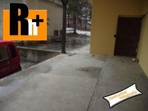 1. obrázok Na predaj administratívna budova Vrútky - TOP ponuka