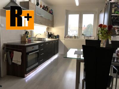 2 izbový byt na predaj Komárno kompletne zrekonštruovaný tehlový s balkónom - TOP ponuka