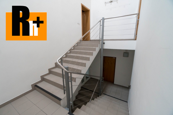 41. obrázok Na predaj Bytča 1567m2 administratívna budova